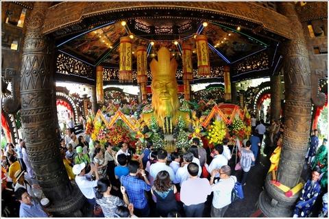 Ve Suoi Tien du le Gio quoc to Hung Vuong va dai le 30/4 - 1/5 hinh anh 1
