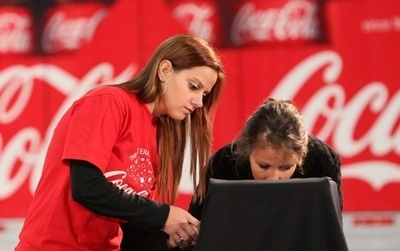 Giam doc HR Coca-Cola: 'The he Millennials la chien luoc song con' hinh anh