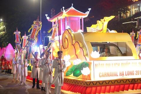 Ve ruc ro cua le dieu hanh xe hoa tai Carnaval Ha Long hinh anh
