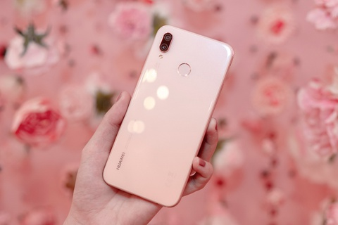 Can canh Huawei Nova 3e phien ban mau hong hinh anh 9