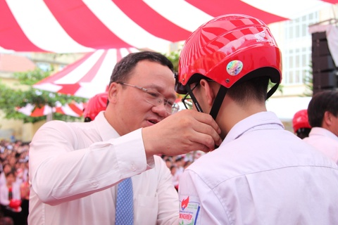 Uy ban ATGT va Honda phat dong chuong trinh tang 20.000 mu bao hiem hinh anh