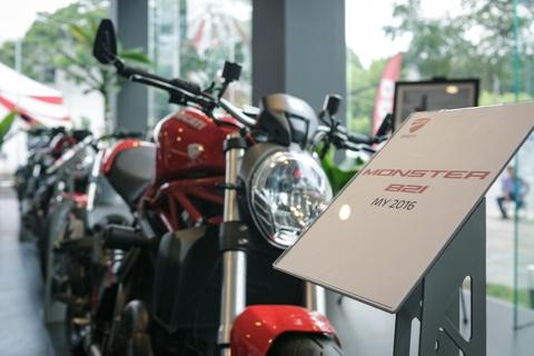 Nuoc tang luc Compact dong hanh voi sieu xe Ducati Monster moi hinh anh 2