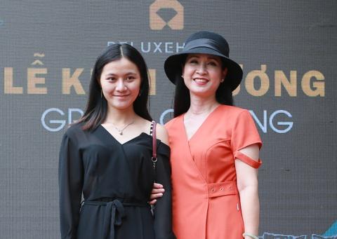 'Me chong' Lan Huong du le khai truong showroom Deluxe Home hinh anh