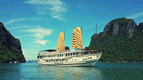Trai nghiem long gio tren du thuyen hoang gia Indochina Sails hinh anh