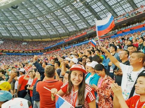 Moscow qua ong kinh Galaxy S9 khau do kep cua Hoang Le Giang hinh anh 7