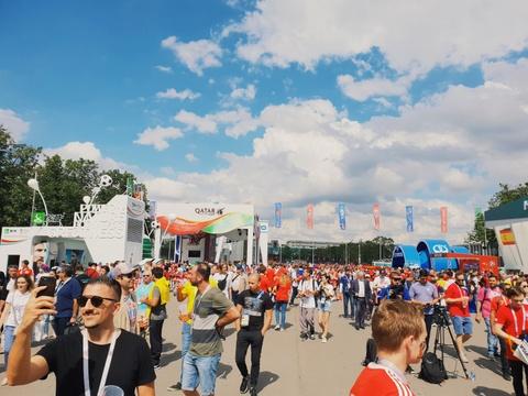 Moscow qua ong kinh Galaxy S9 khau do kep cua Hoang Le Giang hinh anh 5