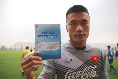 Mon qua bat ngo cho cac cau thu U23 Viet Nam truoc them giai dau hinh anh