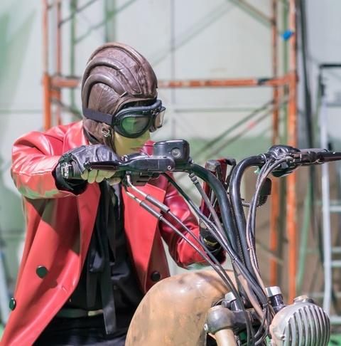 Son Tung hoa than thanh quai xe moto trong clip mo phong 'Mad Max' hinh anh 5