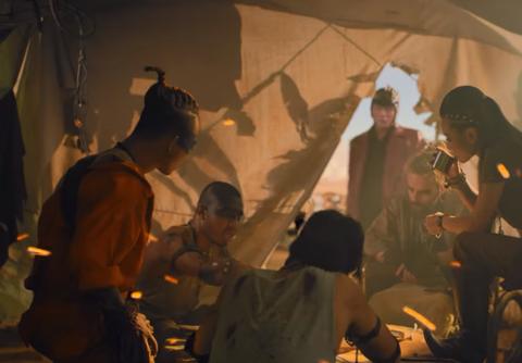 Son Tung hoa than thanh quai xe moto trong clip mo phong 'Mad Max' hinh anh 7