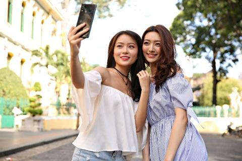 Selfie dep tu nhien voi Galaxy A8 Star hinh anh