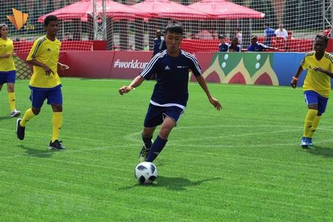 Ha Danh Du - cau be mo coi duoc choi bong tai Nga dip World Cup 2018 hinh anh