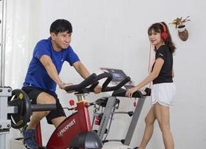 Ly Hai, Cong Vinh mua gi tang cha me dip Vu Lan? hinh anh