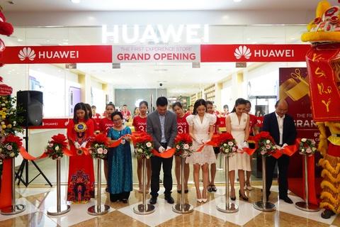 Huawei khai truong cua hang trai nghiem dau tien tai Viet Nam hinh anh 1