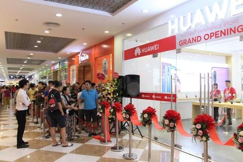 Huawei khai truong cua hang trai nghiem dau tien tai Viet Nam hinh anh 2