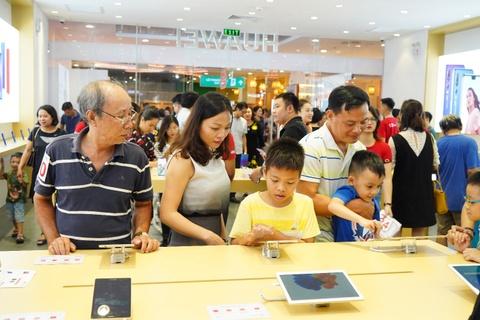 Huawei khai truong cua hang trai nghiem dau tien tai Viet Nam hinh anh 3