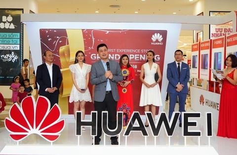 Huawei khai truong cua hang trai nghiem dau tien tai Viet Nam hinh anh 11