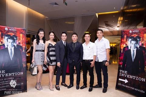 Dan sao Viet hoi ngo trong Phan Nguyen Fashion Show hinh anh