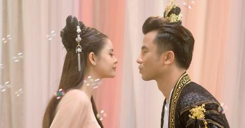Truong Quynh Anh tai hien 'my nhan cung dau' trong MV co trang hinh anh