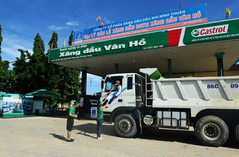Tai xe Binh Thuan, Long An hao hung thuc hien bai tap suc khoe hinh anh 1