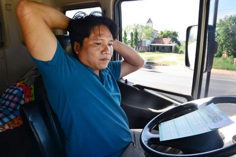 Tai xe Binh Thuan, Long An hao hung thuc hien bai tap suc khoe hinh anh 7