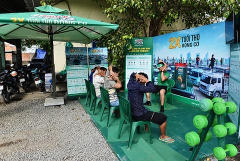Tai xe Binh Thuan, Long An hao hung thuc hien bai tap suc khoe hinh anh 8