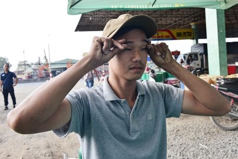 Tai xe Binh Thuan, Long An hao hung thuc hien bai tap suc khoe hinh anh 9