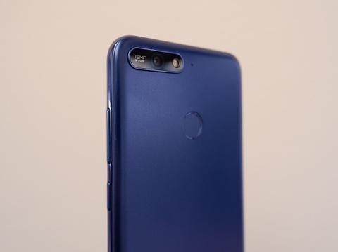 Huawei Y6 Prime - smartphone sang gia trong phan khuc pho thong hinh anh