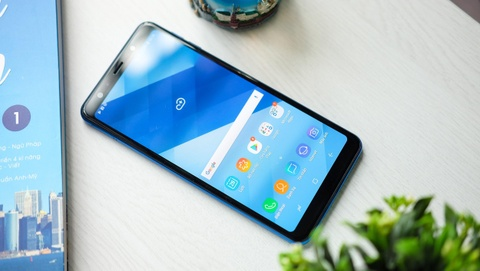 Galaxy A7 trang bi 3 camera AI, gia duoi 8 trieu dong hinh anh 4