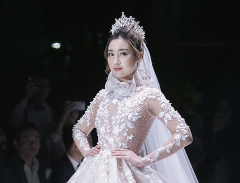 Khuon vien Dai su quan Phap lung linh trong dem Calla Show 2018 hinh anh