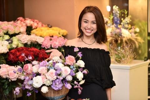 Van Hugo, HH Duong Thuy Linh du trien lam hoa tuoi Nhat Ban hinh anh
