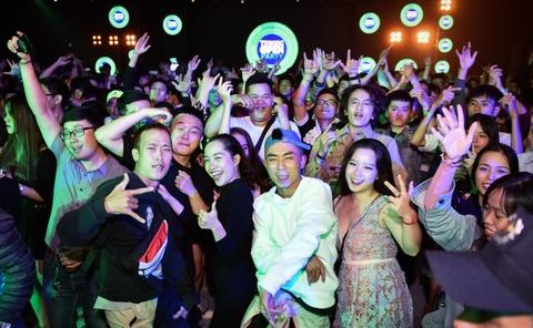 Gioi tre Hue vui 'quen loi ve' tai Tuborg Open Party 2018 hinh anh