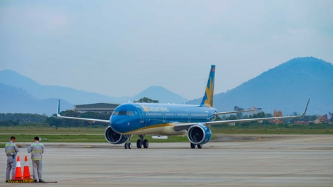 Vietnam Airlines mo duong bay TP.HCM - Van Don hinh anh