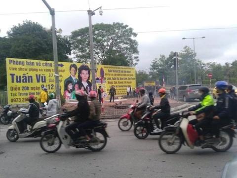 EVN Hanoi thông báo nguyên nhân bổ bốt điện trên đường Phạm Hùng