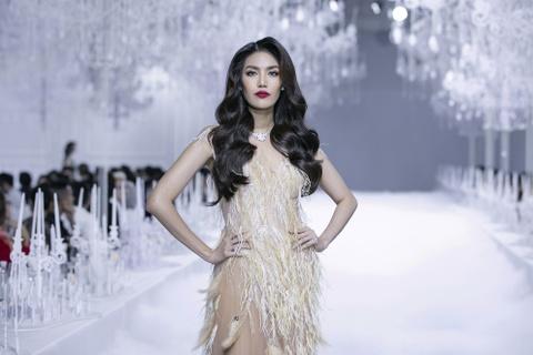 Ly Qui Khanh bat tay PNJ trong show dien Feminism hinh anh