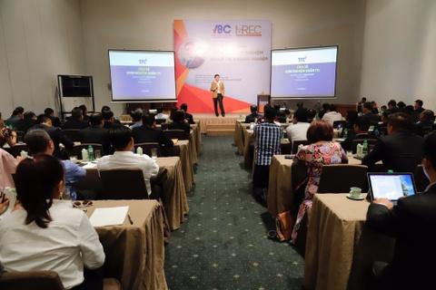 Hơn 200 khách dự hội thảo 'Chia sẻ kinh nghiệm quản trị doanh nghiệp'