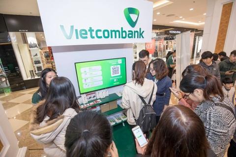 Hàng trăm khách hàng háo hức trải nghiệm quét mã QR cùng Vietcombank
