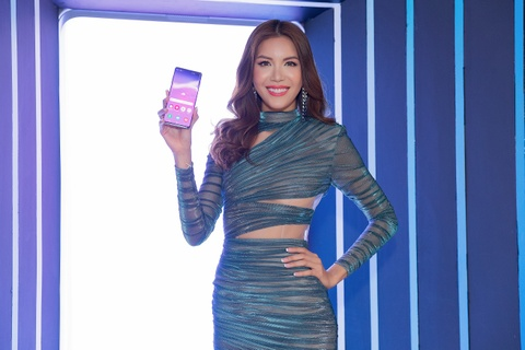 My Linh, Tieu Vy bat ngo di mua Galaxy S10 trong ngay mo ban tai VN hinh anh 6