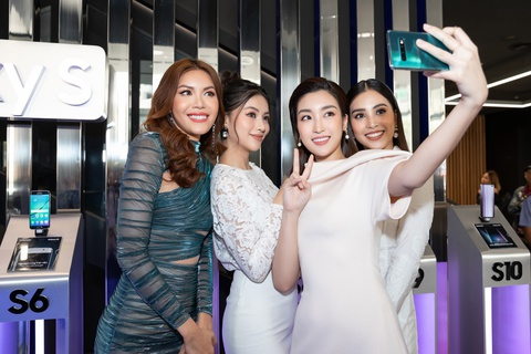 My Linh, Tieu Vy bat ngo di mua Galaxy S10 trong ngay mo ban tai VN hinh anh 13