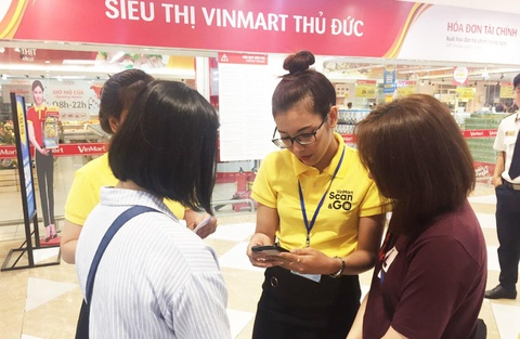 Khach hang hao hung trai nghiem mua sam 'sieu toc' VinMart Scan & Go hinh anh 3