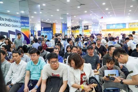 Dai dien TGDD: 'Gan 29.000 don hang cho Galaxy A50 la con so khung' hinh anh 3