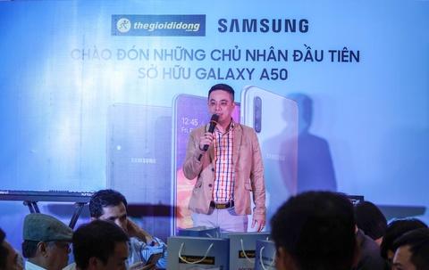 Dai dien TGDD: 'Gan 29.000 don hang cho Galaxy A50 la con so khung' hinh anh 2