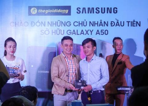 Dai dien TGDD: 'Gan 29.000 don hang cho Galaxy A50 la con so khung' hinh anh 8