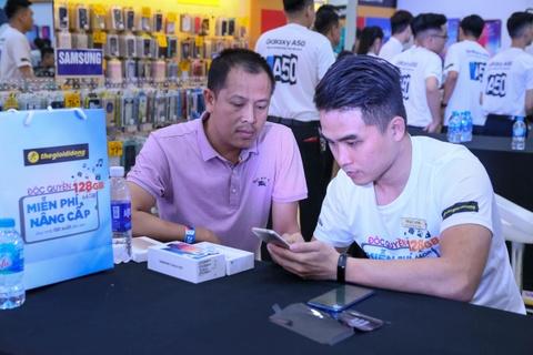 Dai dien TGDD: 'Gan 29.000 don hang cho Galaxy A50 la con so khung' hinh anh 6