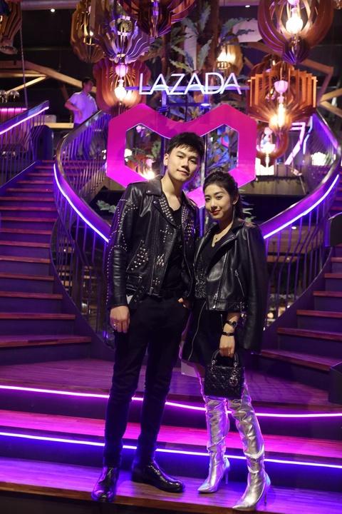 Dong Nhi, Tran Thanh lan dau chung san khau voi ca si 2 giai Grammy hinh anh 8