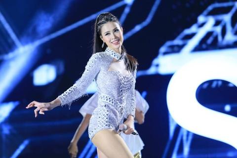 Dong Nhi, Tran Thanh lan dau chung san khau voi ca si 2 giai Grammy hinh anh 2