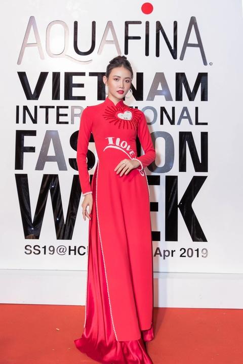 Oc Thanh Van, Mai Phuong rang ro tren tham do Aquafina VIFW ngay 2 hinh anh 12