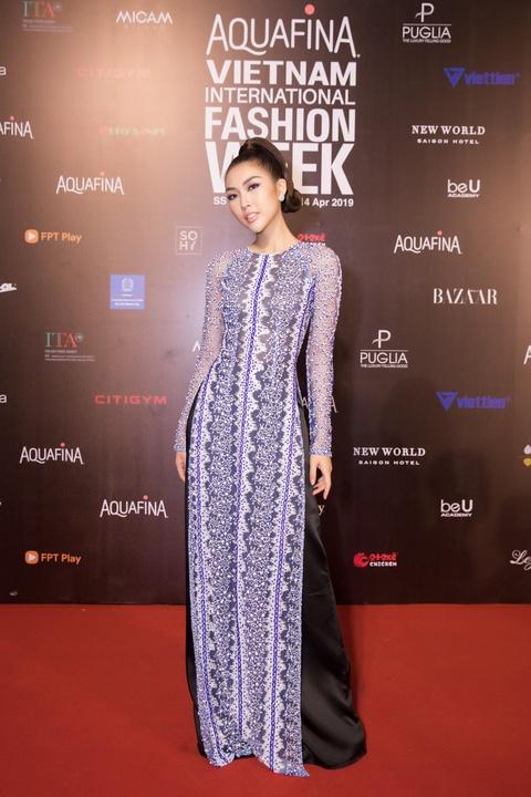 Phuong Trinh Jolie, Thuy Nga ho bao tren tham do Aquafina VIFW ngay 3 hinh anh 8