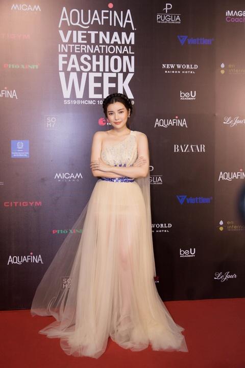 Phuong Trinh Jolie, Thuy Nga ho bao tren tham do Aquafina VIFW ngay 3 hinh anh 10