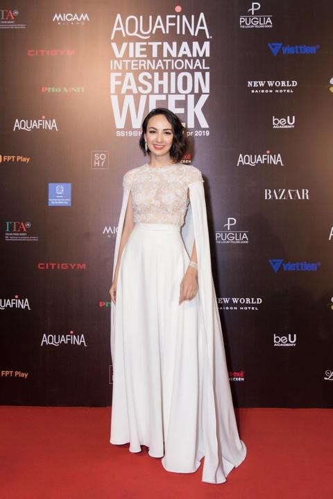 Phuong Trinh Jolie, Thuy Nga ho bao tren tham do Aquafina VIFW ngay 3 hinh anh 9