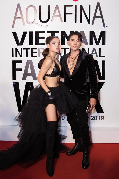 Phuong Trinh Jolie, Thuy Nga ho bao tren tham do Aquafina VIFW ngay 3 hinh anh 2